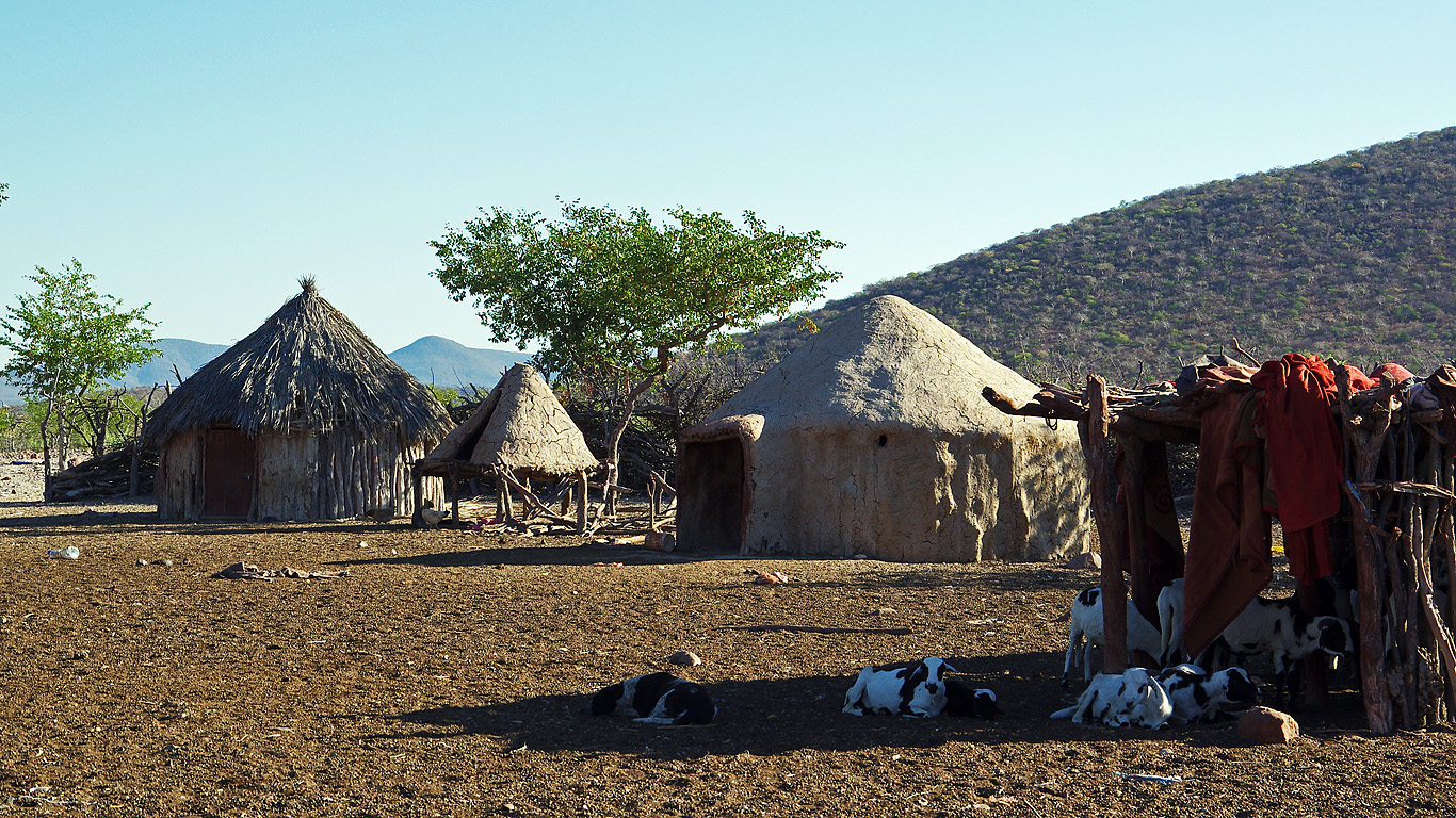 himba clan of namibia Check out this incredible photo essay showcasing the unique culture and lifestyle of the himba people of namibia, africa clan and marital status of a woman.