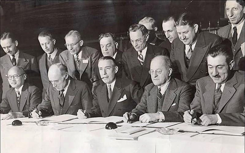 Blog_Chicago1944_signing